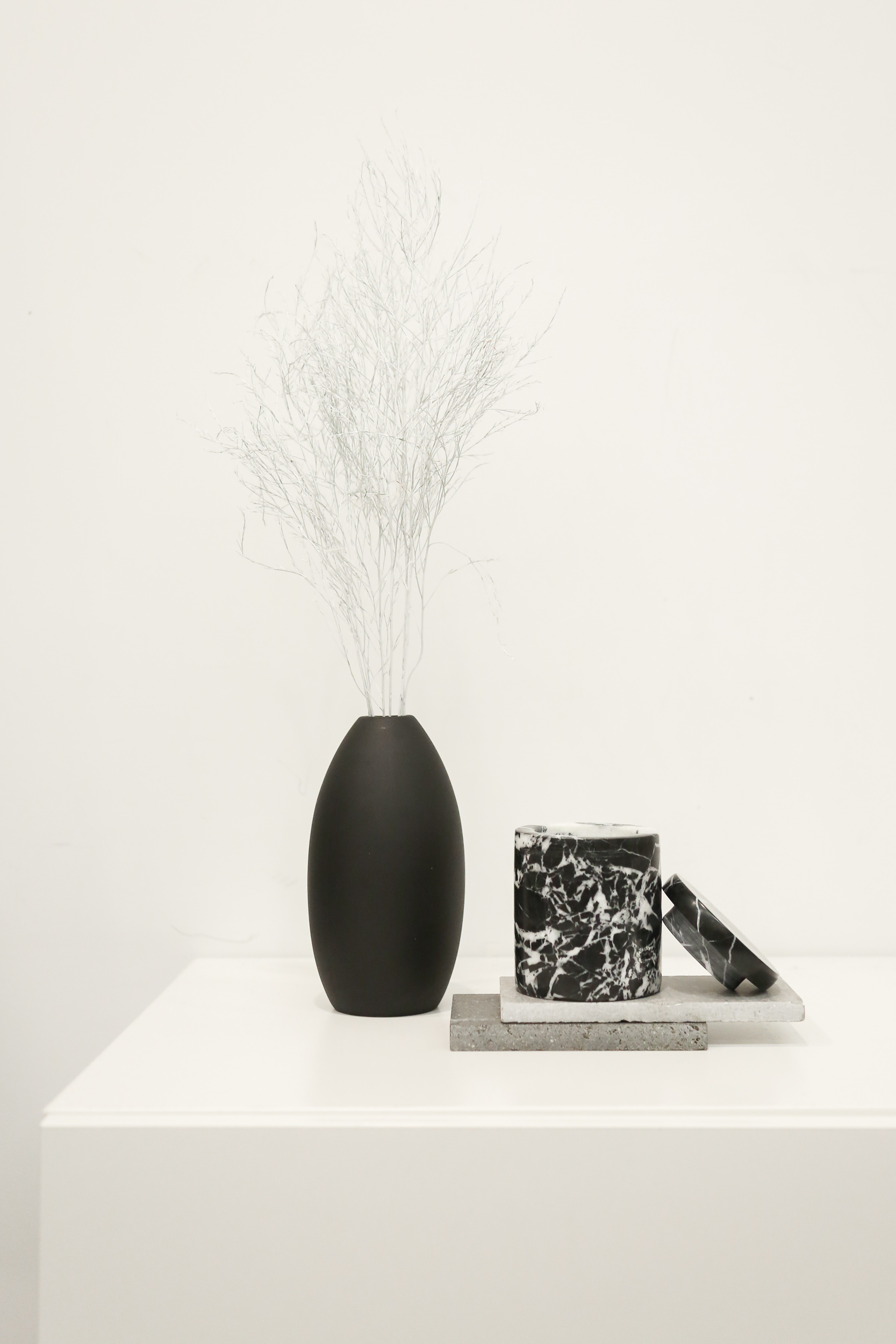 Tall Oval Vase 3129 Black 1